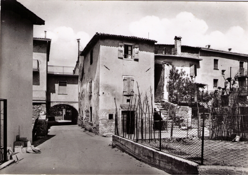 F - cartolina di Albisano - via Are anni 60